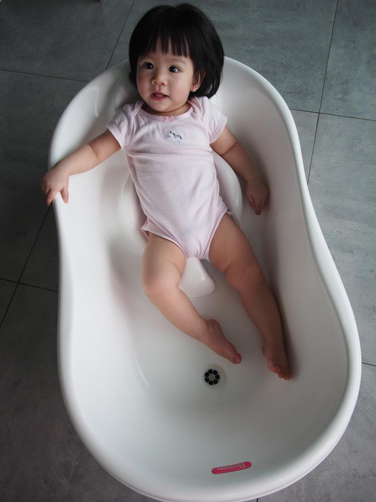 baby bath tub hk mathos loreley deluxe folding baby bath tub orange mathos loreley deluxe. Black Bedroom Furniture Sets. Home Design Ideas